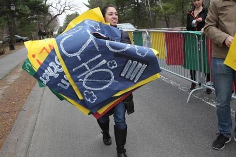 Wellesley, MA., 04/20/15, Wellesley College student Maria Castano gets the scream tunnel ready. Getting ready for the 119th running of the Boston Marathon. Suzanne Kreiter/The Boston Globe