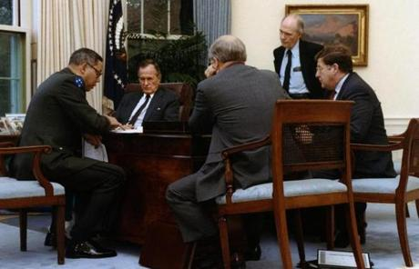 George Bush Oval Office On John H Sununu Right George Hw Bushu0027s Chief Of Staff Was In The Oval Office As President And His Advisers Discussed Gulf War September 1990 Photos President Bush Goes To War photo 18 Pictures The