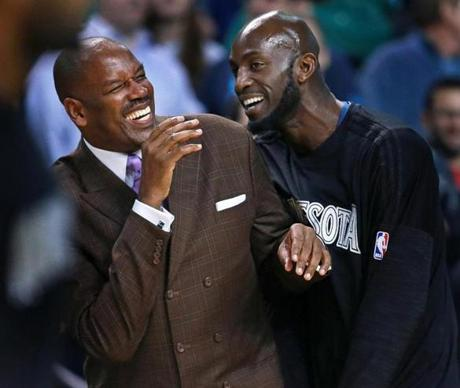 Garnett and Cedric Maxwell (left) shared a laugh before the game.