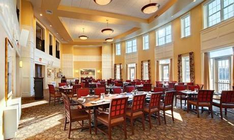 The dining room at the Commons, as at many deluxe developments, is modeled after a restaurant.