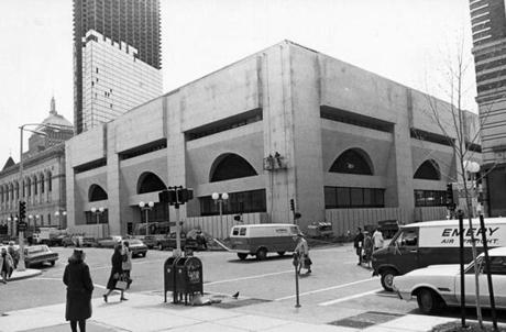 The new section of the Boston Public Library as seen from the corner of Exeter and Boylston streets, on May 11, 1972.