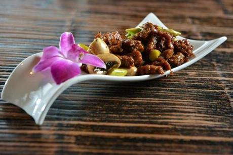 **Bonus dishes supplied by kitchen --jr ** Beef Cubes with Mushrooms and Asparagus in Chef's special Sauce at Shanghai Fresh in Central Square, Cambridge. Josh Reynolds for The Boston Globe (Lifestyles, smartc)