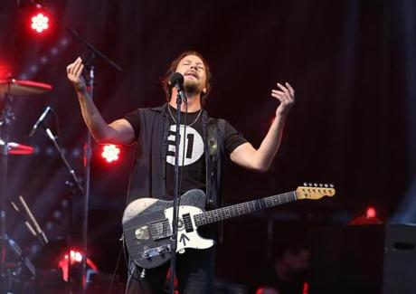 Pearl Jam performs at Fenway Park (Photo 1 of 20) - Pictures - The